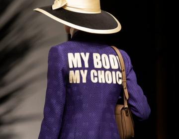 """""""Mi cuerpo, mi decisión"""": Gucci entra al debate por el aborto legal con una chamarra y un suéter"""
