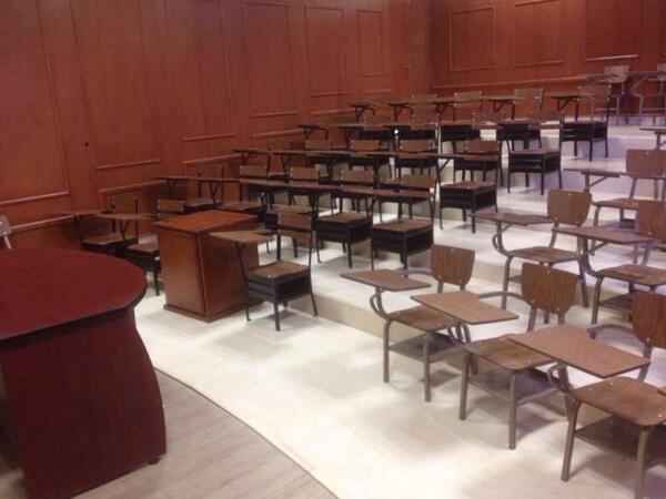 Reinstalan al maestro de la Universidad de Coahuila acusado de vender 'packs'