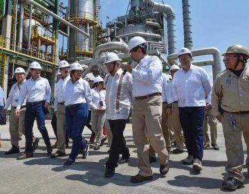 AMLO anuncia inversión de 2,000 mdp para refinería de Salamanca