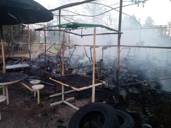 Sofocan bomberos incendio en área del parque Rodolfo Landeros