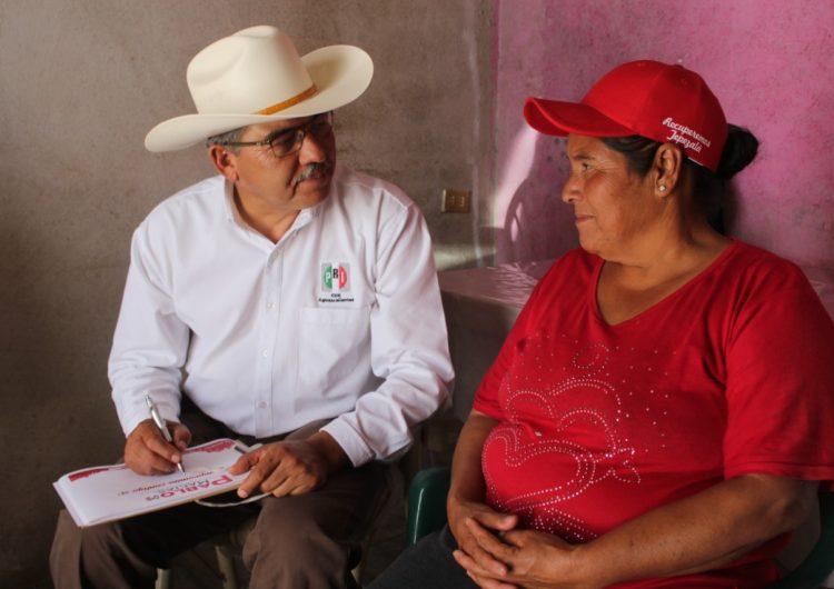 Pablo Macías busca crear acuerdos de trabajo con habitantes de Tepezalá