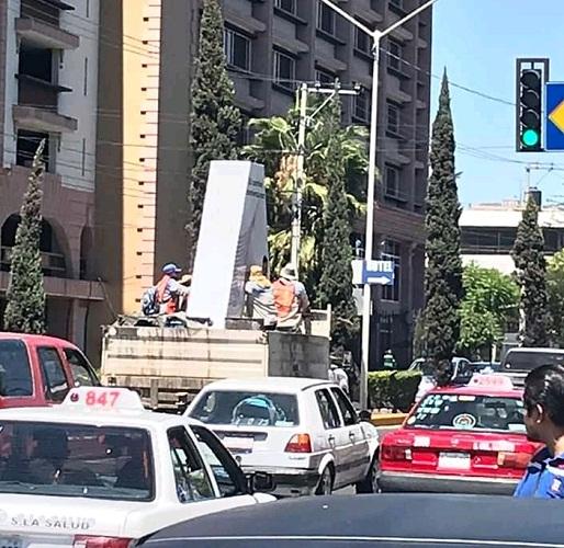 Retira ayuntamiento 'monumento' de candidato de MORENA por falta de permisos