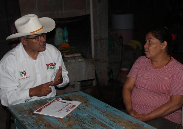 Pablo Macías mantiene diálogo constante con habitantes de Tepezalá