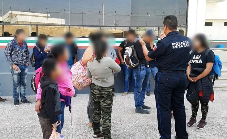 Aseguran a 15 migrantes cuando viajaban en un vehículo Uber en Aguascalientes