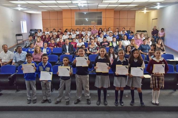 Participan estudiantes de Jesús María en concurso de declamación