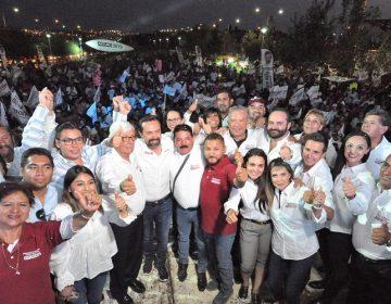 Ante cientos de personas, cerró campaña Arturo Ávila