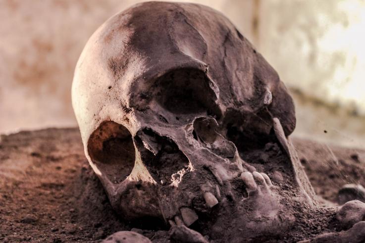 Descubren en China una tumba de 13,500 años de antigüedad con una mujer sin cabeza