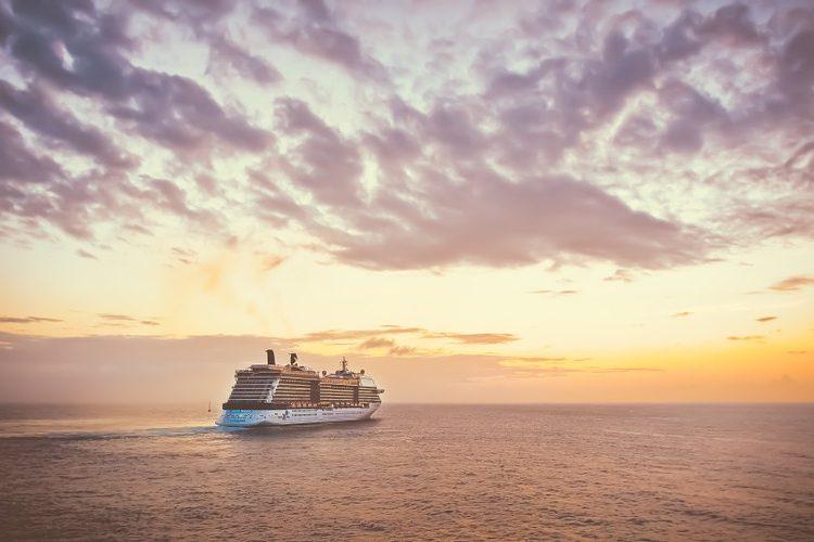 Ponen crucero con 300 personas en cuarentena por un caso de sarampión