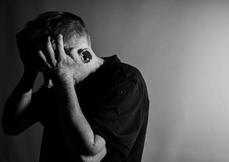 El enojo es peor para la salud de los adultos mayores que la tristeza