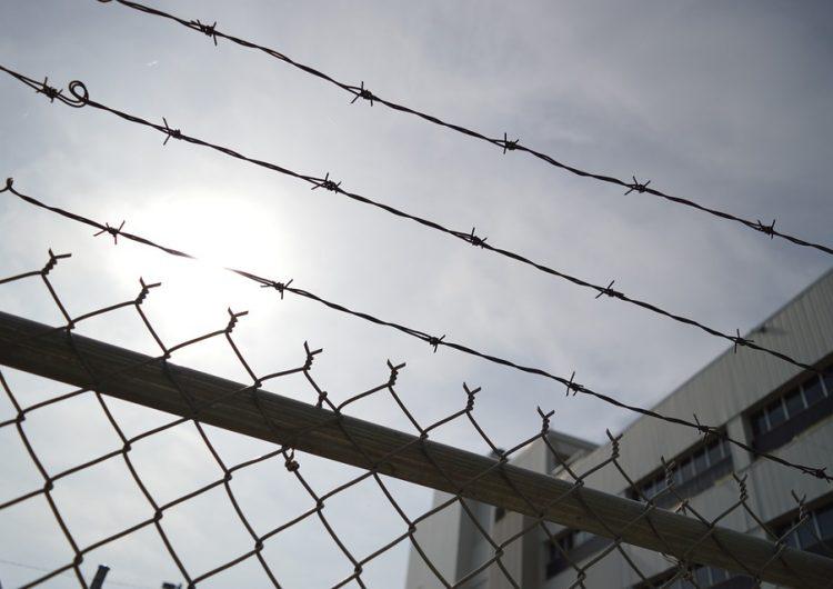 Dos personas se hacen pasar por detectives para sacar a su amigo de la cárcel y acaban detenidos