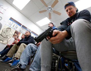 Aprueban proyecto de ley en Texas que permite a los residentes portar armas tras desastres naturales