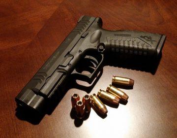 Tras agresión a policías, aseguran vehículos y armas de fuego en la capital