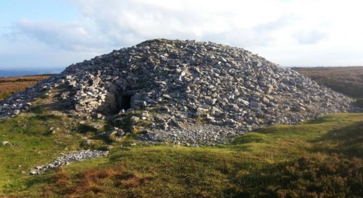 Descubren pata de oso de 4,500 años junto a 2 esqueletos desmembrados de la Edad de Piedra