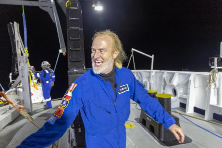 Explorador rompe record de inmersión submarina y encuentra algo terrible