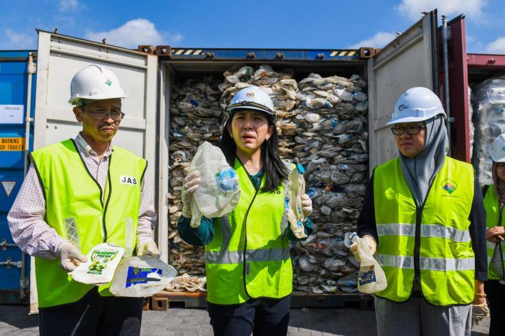 Malasia comenzó a devolver toneladas de basura a Occidente: No seremos el basurero del mundo