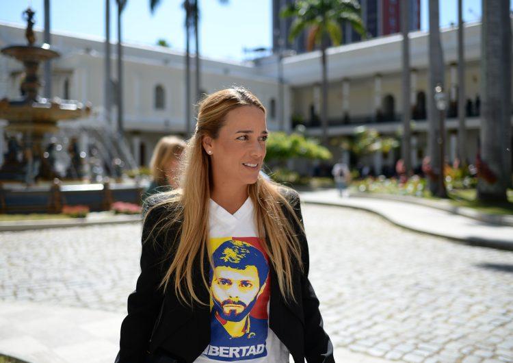 La activista Lilian Tintori llega a España con su hija; Leopoldo López continúa en Venezuela