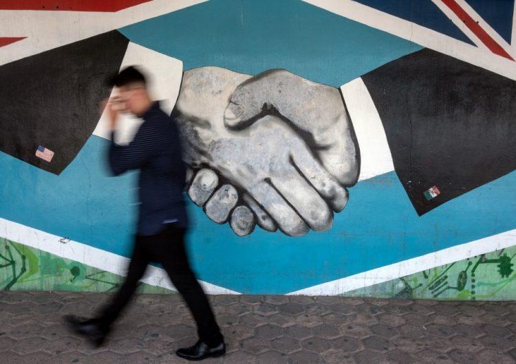 Activistas y oposición política de AMLO critican acuerdo migratorio de México con EU