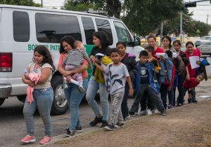 """Guatemala analiza junto con EU convertirse en """"tercer país seguro"""" para migrantes"""
