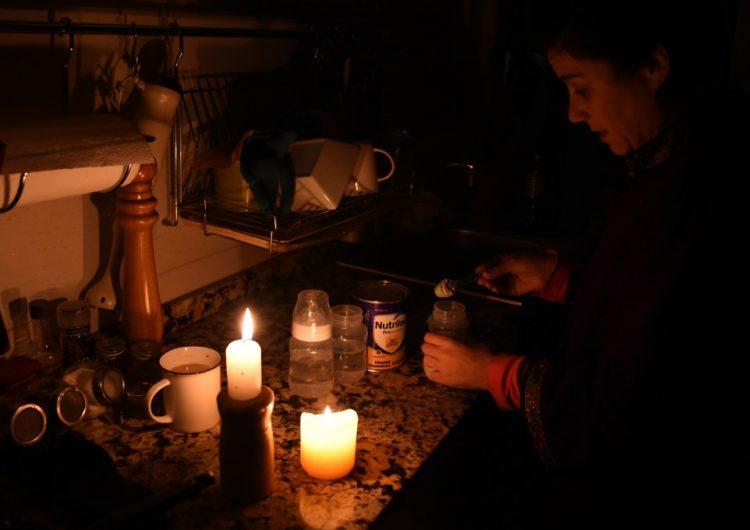 Apagón masivo deja sin electricidad a Argentina y Uruguay