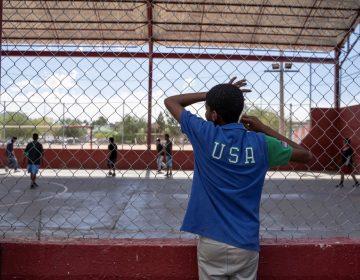 EU retiene a más de 150 niños migrantes en la frontera por más horas de las que marca la ley