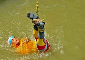 Hallan el cuerpo del ilusionista indio desaparecido después de un acto en un río