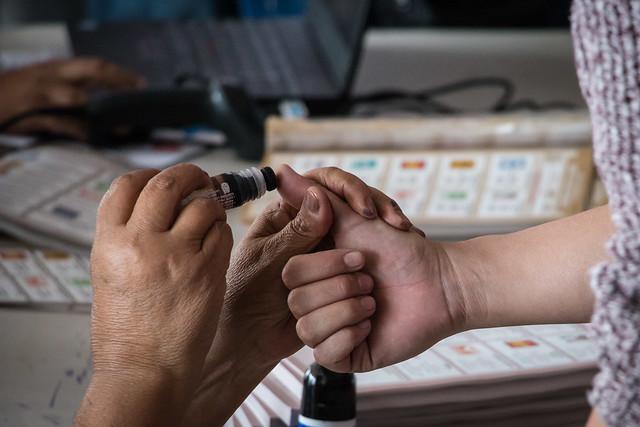 Retraso en las urnas y poca participación en inicio de jornada electoral
