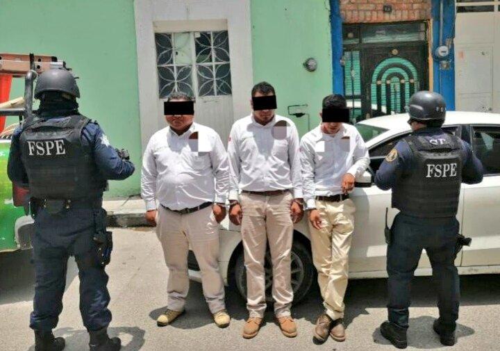 Caen tres sujetos por extorsión; fingían ser trabajadores de la CFE