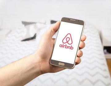 Hoteleros piden regular servicios de hospedaje vía apps