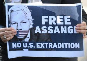 Reino Unido acepta petición de EU para extraditar a Assange; ahora los jueces decidirán