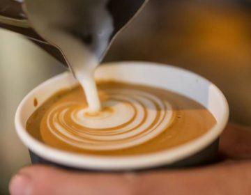 Médicos usan café para tratar los síntomas de un raro trastorno genético