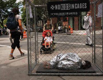 """Sin comida ni agua: Niños migrantes describen los tratos """"crueles"""" que recibieron del gobierno de EU"""
