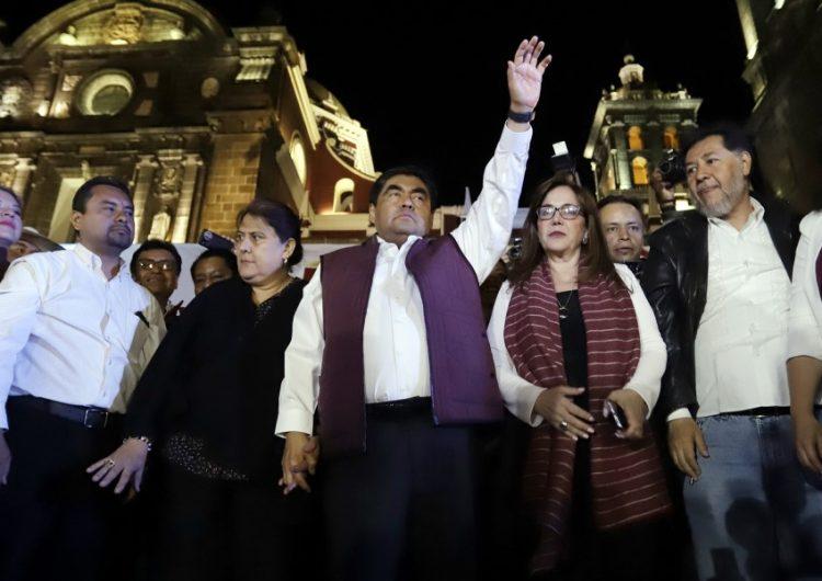 Miguel Barbosa celebra su triunfo como virtual gobernador de Puebla