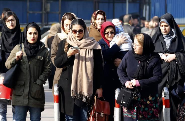 Irán insta a sus ciudadanos a espiar a otros y denunciar violaciones al código moral mediante SMS