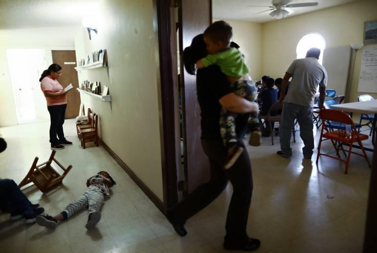 Trump sigue separando familias migrantes de manera arbitraria, acusa organización