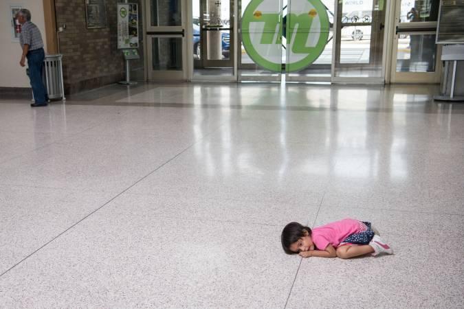 La administración Trump dice que niños migrantes retenidos no necesitan cepillos de dientes ni jabón