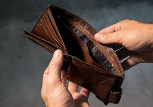 """Científicos """"esconden"""" casi 20,000 billeteras alrededor del mundo para probar la honestidad de la gente"""