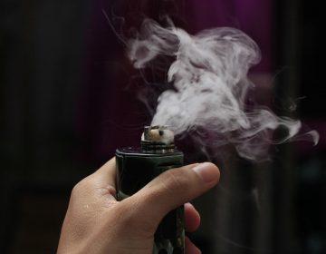 San Francisco prohíbe la venta de cigarros electrónicos por aumento del vaporeo entre jóvenes