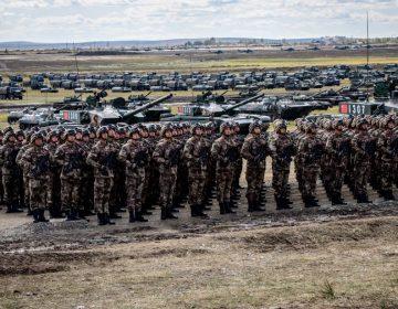 """China advierte que puede desplegar a su ejército en Hong Kong para mantener """"el orden público"""""""