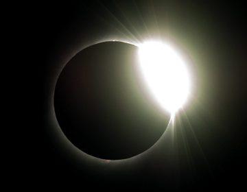 Las imágenes del eclipse total de Sol en Sudamérica