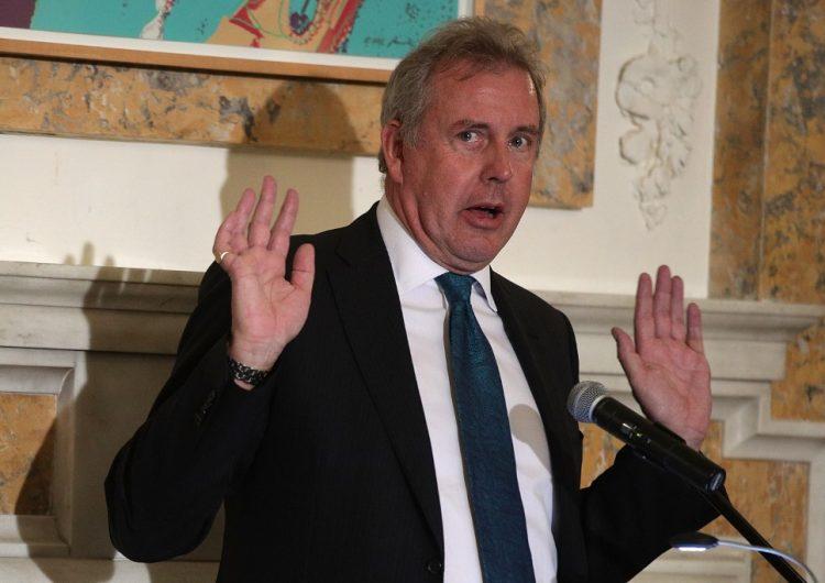 """Dimite el embajador británico en EU que llamó """"inepto"""" a Trump y causó tensiones diplomáticas"""