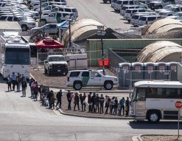 Nuevas medidas contra migrantes en EU: podrán ser deportados sin remitirlos ante un juez