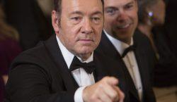 Autoridades de EU retiran cargos de agresión sexual contra Kevin…