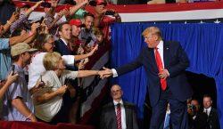 """""""Regrésenla"""": Seguidores de Trump lanzan insulto xenófobo a legisladora de…"""