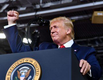Trump defiende sus ataques y dice que acusaciones de racismo son estrategia política de demócratas