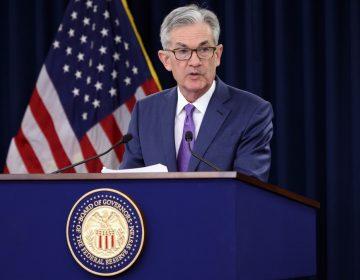 """La Fed aplica un """"seguro"""" contra riesgos y baja las tasas de interés por primera vez en 11 años"""