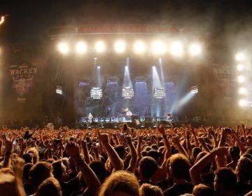 Guitarristas de Rammstein se besan durante concierto en Rusia