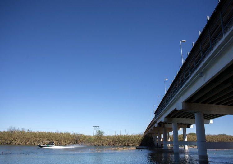 Autoridades de EU y México buscan a una niña migrante de 2 años desaparecida en el Río Bravo