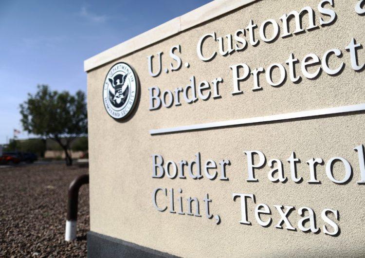 agentes-fronterizos-joven-semanas-ciudadano