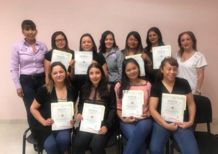 Imparten cursos básicos de belleza y computación para empoderar a mujeres coahuilenses