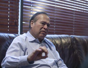 Arturo González está preocupado  por los contratos que hereda